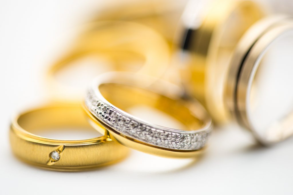 Des bagues en or et diamant
